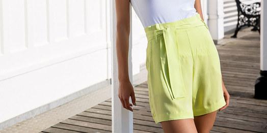 Hosen & Shorts Aus leichten Materialien