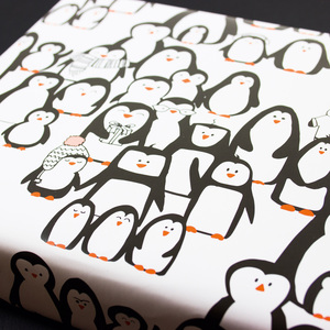 Geschenkpapier Pinguinparade - Bow & Hummingbird