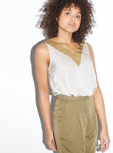 Oberteil - V-Neck Sleeveless Top - Cognac - STUDIO JUX