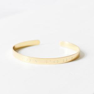 Schmaler Armreif mit Wunsch-Koordination aus Edelstahl vergoldet - Oh Bracelet Berlin