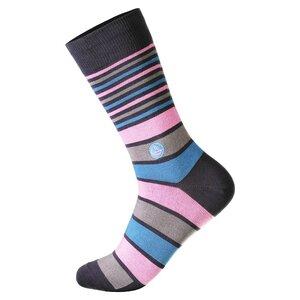 Socken, die Kindern eine Mahlzeit geben - Conscious Step