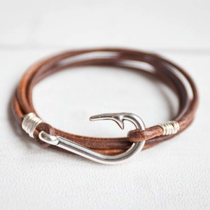 Armband aus Leder mit Fischhaken Edelstahl weißvergoldet - Oh Bracelet Berlin
