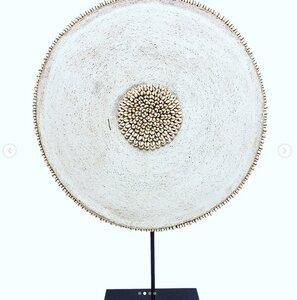 Afrikanischer Holzschild mit Muscheln und Glasperlen | 55 cm | Kamerun - Townshipsmile