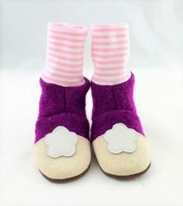 Schuhe aus Wolle mit Ledersohle und hohem Bündchen  - Süßstoff