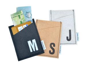 Kreditkartenetui mit Monogramm, vegan, schwarz, braun, grau - renna deluxe