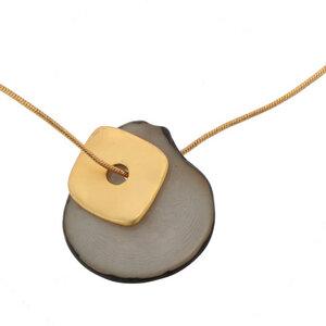 Sofia-Halskette mit Tagua-Anhänger und goldfarbenem Quadrat - MoreThanHip-Joyas