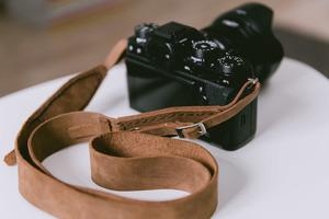 hecho. Kameragurt - Handgefertigt & echtes Leder - hecho.