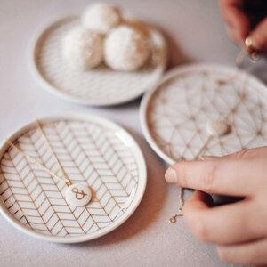 Schmucktellerchen mit geometrischem Muster - lille mus