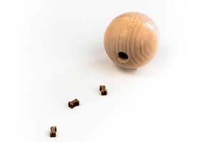 Hundespielzeug Hundeball aus Holz - rewoodo