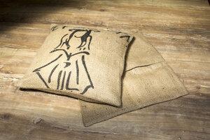 Kissen mit Bio-Dinkelfüllung und Kaffeesack Bezug - Coffee-Up!