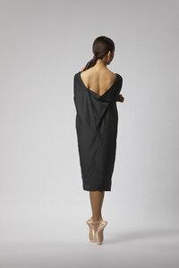 Seidenkleid mit elegantem Rückenausschnitt - Schwarz - LUXAA