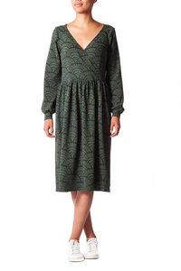 anzüglich Kleid aus Bio-Baumwolle in Wickeloptik und mit Puffärmeln - anzüglich organic & fair