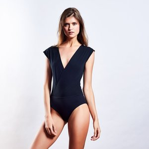 "LOOSE BODY ""black"" - MYMARINI"