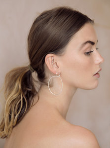 Silber Ohrringe - Oval Drop Hoops - Sterling Silver - Wild Fawn Jewellery