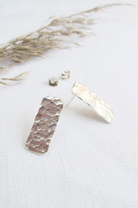 Silber Ohrringe - Hammered Minimal Studs - Sterling Silver - Wild Fawn Jewellery