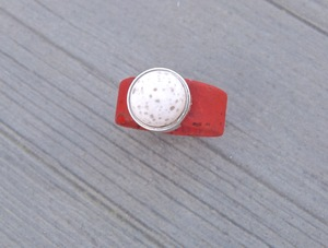 Damen Ring aus Kork vegan mit Cabachon Rottöne - Charme-charmant