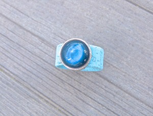 Damen Ring aus Kork vegan mit Cabachon Blautöne und Schwarz - Charme-charmant