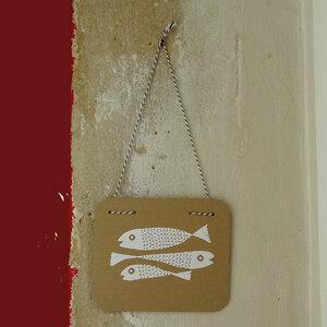 Fische, Upcycling Wandbild aus Pappe. Handsiebdruck. - Cherry Bomb