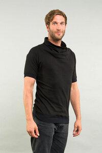 T-Shirt mit Rollkragen - Kollateralschaden