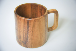 Kaffeetasse aus Holz, handgefertigter Becher aus Akazie - BY COPALA
