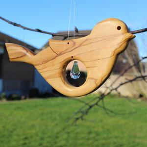 Fensterdeko Vogel aus Holz mit Bleikristall Zapfen - Mitienda Shop