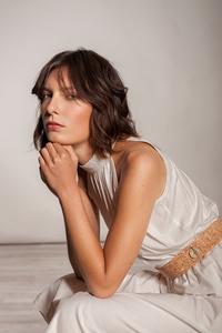 Knielanges Kleid Stehkragen tailliert Raffung ärmellos Viskose weiß  - SinWeaver alternative fashion