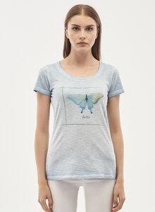 Garment Dyed T-Shirt aus Bio Baumwolle mit Schmetterling-Print - ORGANICATION