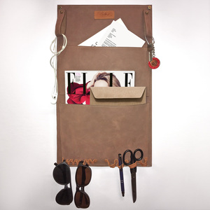 Wandtasche aus hochwertigem, braunem Leder - SaSch belt & bags