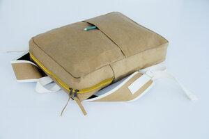 Kraft Paper : Rucksack aus nachhaltigem Kraft Papier. Lederoptik. - BY COPALA