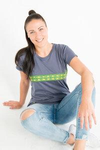 Kudhinda Stripe - Frauen T-shirt - Charcoal Grau - Maishameanslife