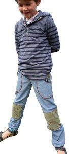Mitwachs-Jeans hellblau mit Taschen und grünen Cordflicken - Omilich