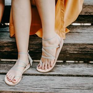 Sandalen zum Binden aus Leder - Beige Sohle - Kinfolkz