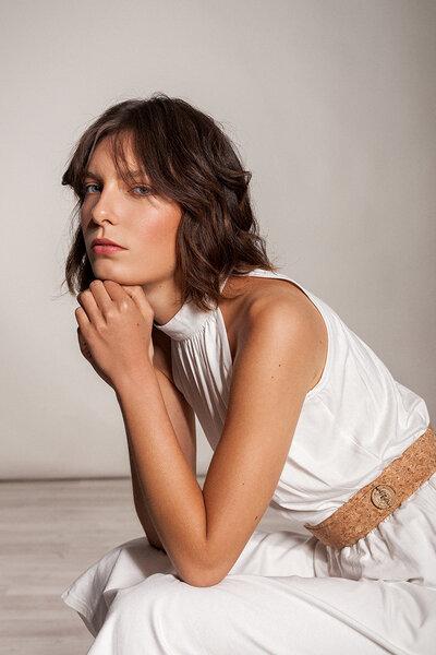 sale retailer 84194 a5f20 Knielanges Kleid Stehkragen tailliert Raffung ärmellos Viskose weiß oder  rosa