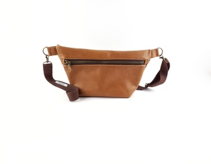 Gürteltasche / Crossbodybag aus  Leder  - Süßstoff