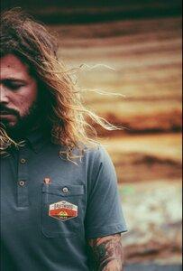 Rotes Poloshirt  / Graues Poloshirt  / Graues Poloshirt mit DRIFTWOOD emblem - The Driftwood Tales