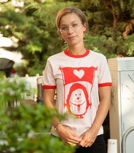 Ingel Ingo mit Fahne der Liebe - Fair Wear Unisex T-Shirt - Rosa/Rot - päfjes