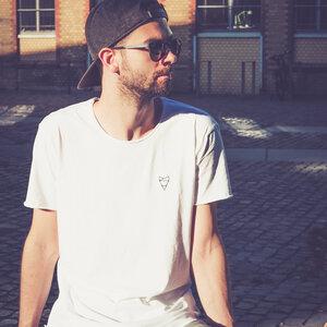 Cityfox Stick – Männer Shirt – White - dressgoat