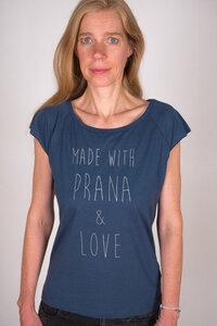 "Yoga T-Shirt ""Made with Prana & Love"" blau / silber - YogiCompany"
