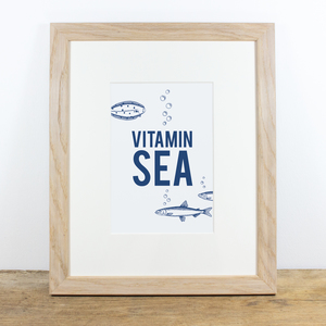 Bild mit Echtholzrahmen - Vitamin Sea - Bow & Hummingbird
