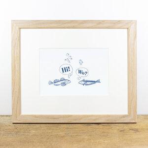 Bild mit Echtholzrahmen - Treffen sich 2 Fische - Bow & Hummingbird