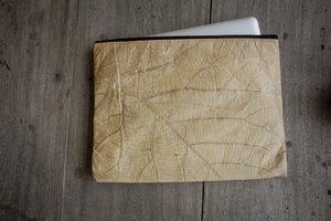 Laptop Hülle 15' Zoll, handgefertigtes Laptop Case aus laminierten Blättern, wasserabreisende Notebook/ Macbook Tasche in braun/ natur - BY COPALA