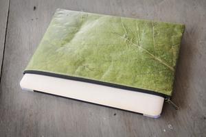 Laptop Hülle aus Blättern 13 Zoll/ inch - Vegan wasserabweisend grün - BY COPALA