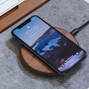EcoPad - Fast Wireless Charger, induktive Ladestation aus Nussbaumholz oder Stein & Walnuss Holz - Woodcessories
