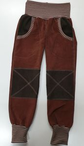 Mitwachs-Cordhose braun mit dunkelbraunen Taschen und Cordflicken - Omilich
