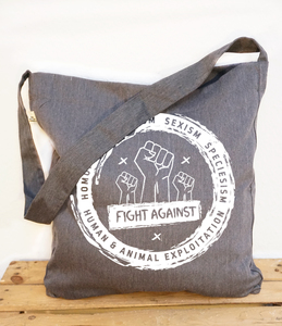 "Umhängetasche/Schultertasche ""fight against"" grau meliert - Róka - fair clothing"