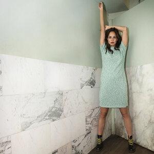 Kurzärmeliges Kleid aus Sweatshirtstoff - The Driftwood Tales