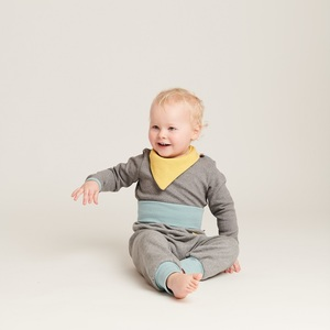 "Baby-Lätzchen ""Jacquard gemustert/Ripp Gletscher"" aus 100% Baumwolle - Cheeky Apple"