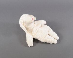 Schaf mit Kirschkernkissen - Senger Tierpuppen