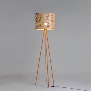Stehleuchte Tripod Perlbohne N°15 aus Stahl und Kaffeesack - lumbono
