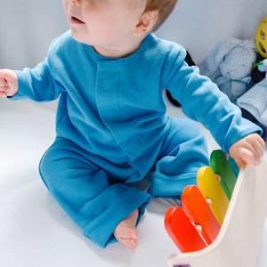 Kuscheliger Overall mit Magnetverschluss in verschiedenen Farben - KIDential